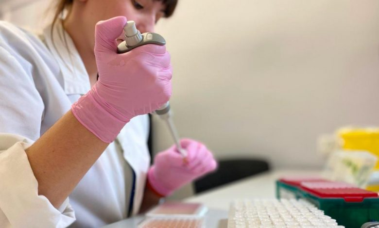 The race is inside the coronavirus vaccine laboratory in Russia