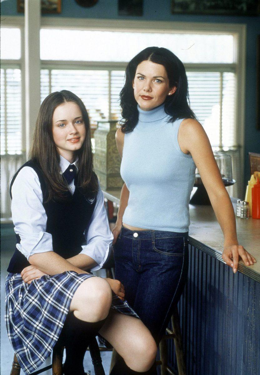 Alexis Bledel as Rory Gilmore and Lauren Graham as Lorelai Gilmore in Gilmore Girls