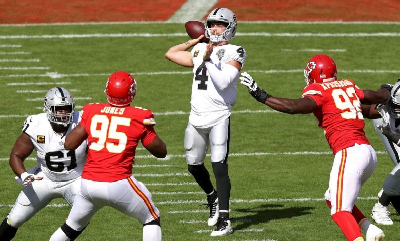 Raiders' Derek Carr shot TDs from 59 and 72 yards in the first half