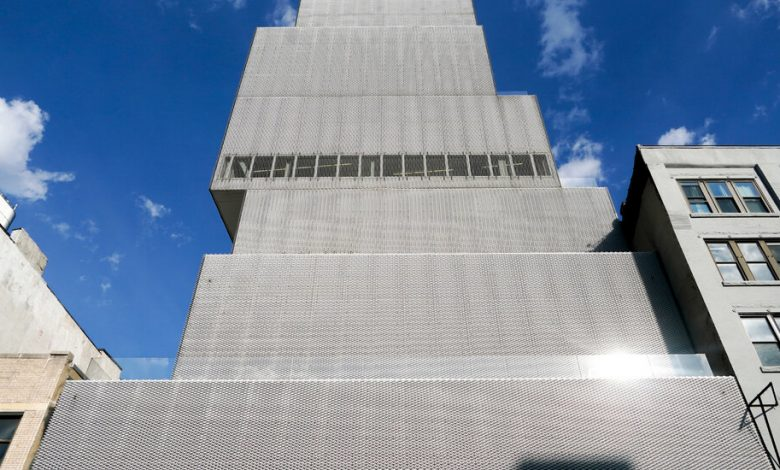 The new museum is world-class, but many find it a difficult place to work