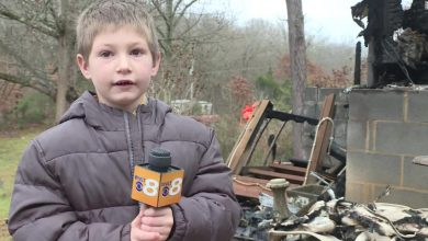 Photo of A 7-year-old boy returns to a burning home to save his baby sister
