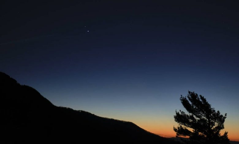 "How to photograph the winter solstice ""the great coupling"" between Jupiter and Saturn tonight"