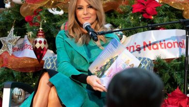 Photo of Melania Trump continues the first lady's tradition of visiting Children's Hospital over the holidays – despite the pandemic