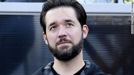 Reddit co-founder Alexis Ohanian has resigned from board and is urged to take the seat with a black candidate