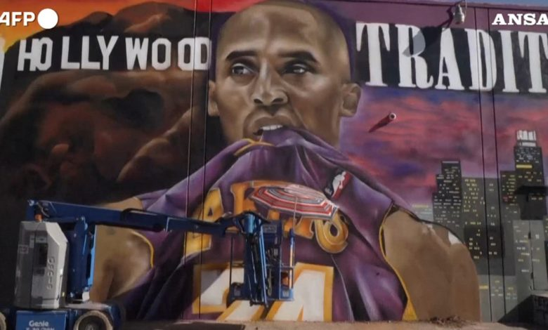 A year without a Cuban.  Los Angeles Writers celebrate Bryant with a series of massive murals - video