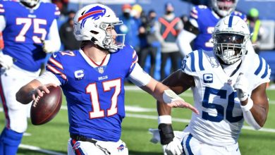 Photo of Bills' Josh Allen hits Stefon Diggs with a 35-yard TD kick