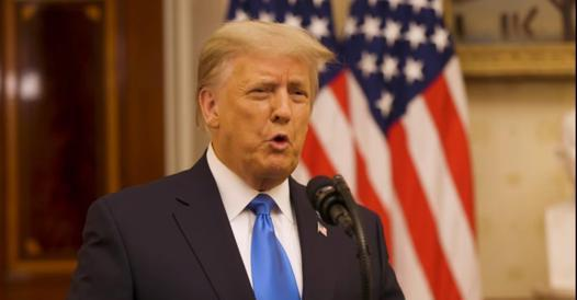 Trump honors Steve Bannon and considers founding the Patriots Party - Corriere.it