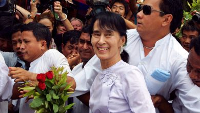 "Photo of Burma, Aung San Suu Kyi is in prison for ""illegally imported"" radios: it takes a risk for up to two years.  G7: ""Free the prisoners"""