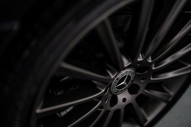 Daimler si divide, Mercedes avrà le auto
