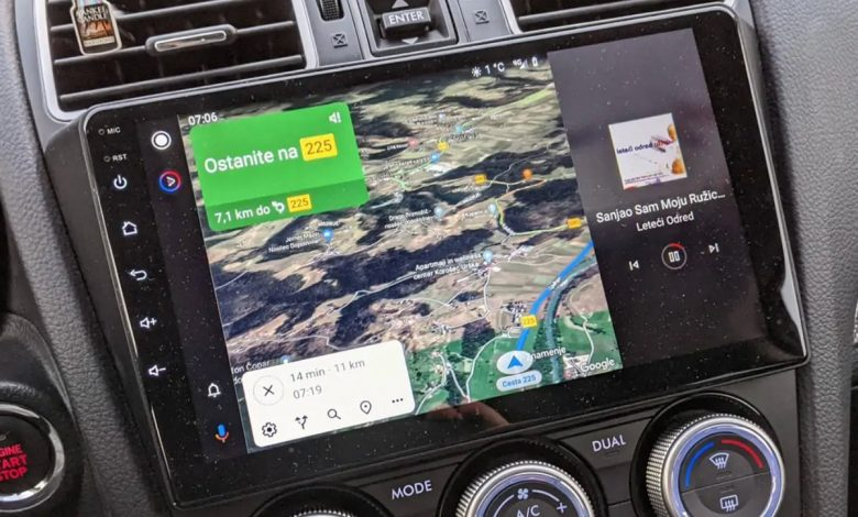Android Auto does this in two parts, split screen arriving: Reports and photos first