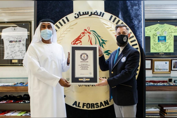 """Emirates news agency - Emirati """"Al Fursan"""" surpasses the Guinness Book of Records with the largest medal in the world"""