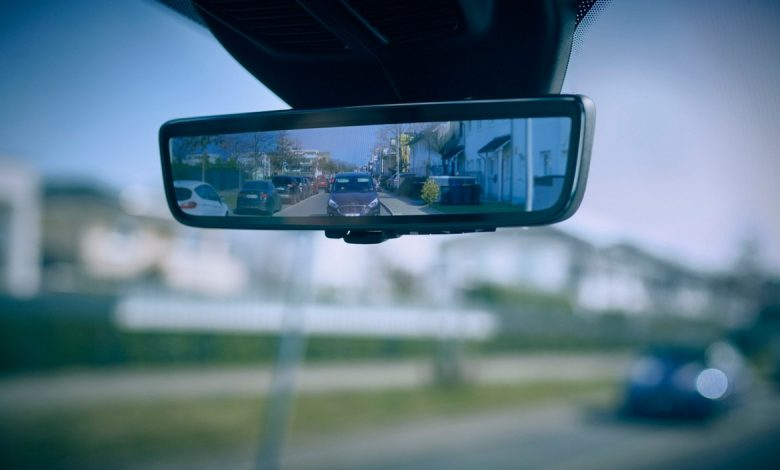 Ford smart mirror, rearview mirror that rescues cyclists and pedestrians