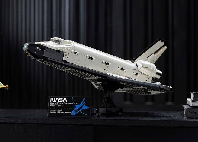Lego, NASA's space shuttle Discovery now built with 2,300 bricks - Corriere.it