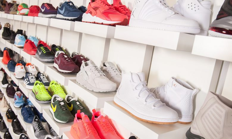 Little tricks for washing shoes by hand without damaging them and preventing unpleasant odors