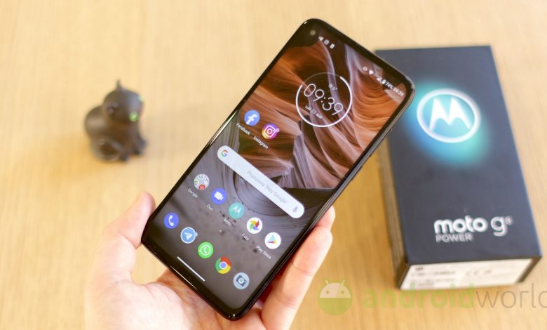 Motorola Moto G8 and G8 Power have started receiving the stable Android 11 update