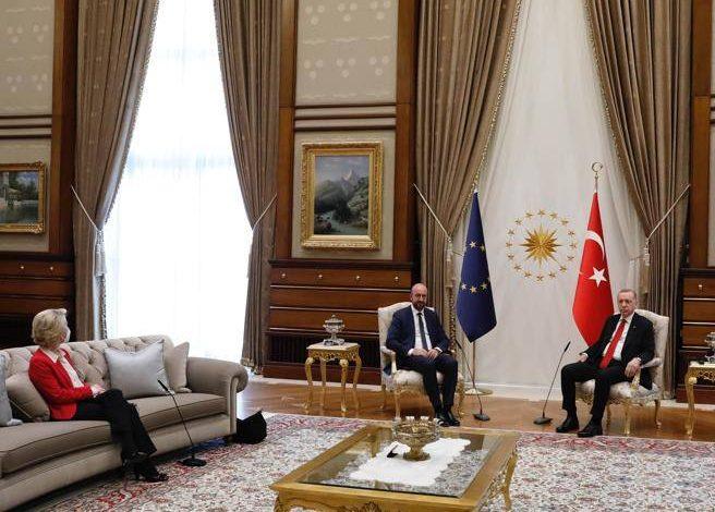 Turkey, Erdogan leaves von der Leyen (not Michel) without a chair - Corriere.it