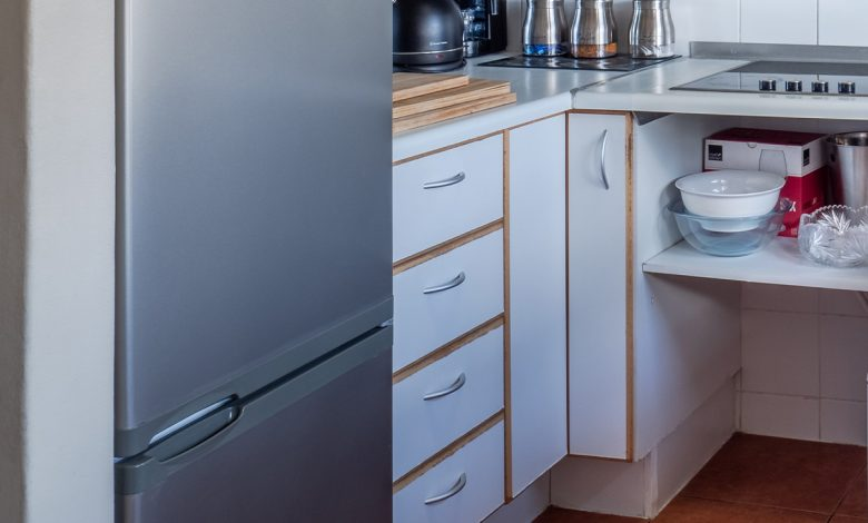 If the water leaks from the refrigerator, then it is not necessary to break it, on the contrary, it is enough to use this miracle thread that everyone has in the house to solve the problem.