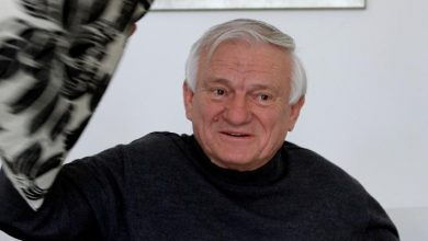 Photo of Jovan Devjak, the Bosnian Serb general who defended Sarajevo, has died
