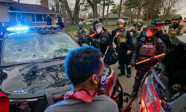 Minneapolis, police kill another 20-year-old African American: fresh clashes at night.  The mayor imposes a curfew