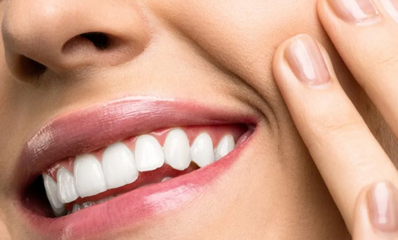 To maintain healthy teeth and gums, we must completely avoid eating this food at dinner