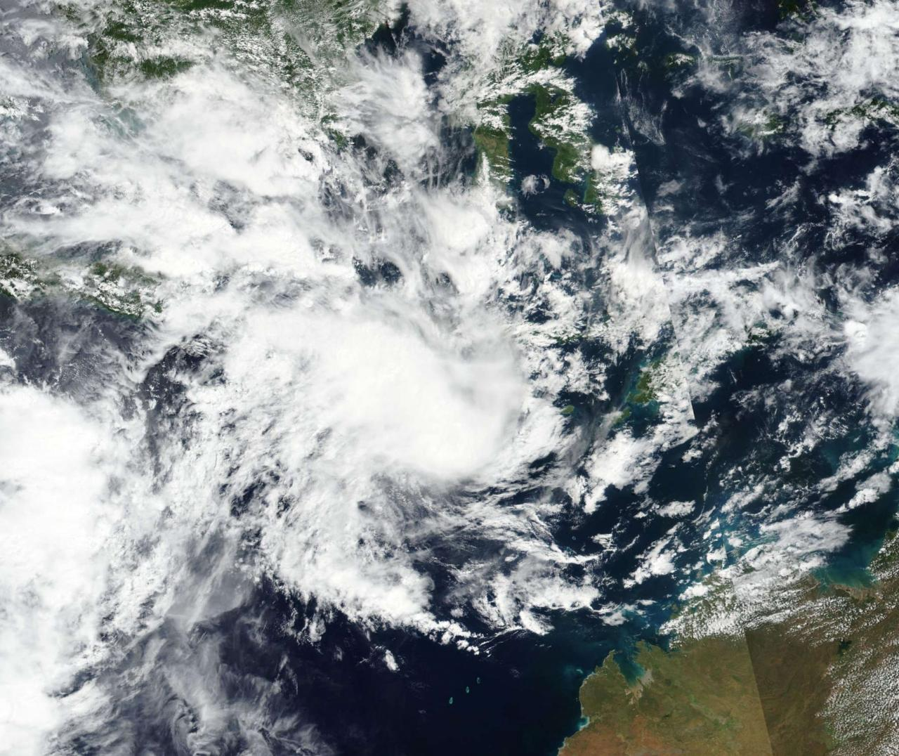 "Photo of the weather.  The storm intensifies Seruga and hits Australia.  It will become a Tropical Hurricane ""3B Meteo"""