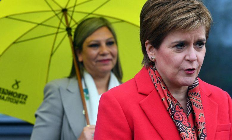 "Independence wins in Scotland.  Sturgeon: ""a new referendum"""