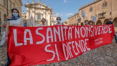 """Photo of """"Our health is not a commodity"""": more than a hundred protesters have been protesting in Mantua Square to defend public health"""