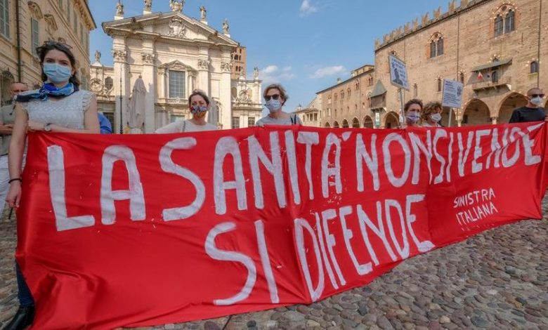 """""""Our health is not a commodity"""": more than a hundred protesters have been protesting in Mantua Square to defend public health"""