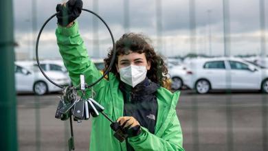 """Photo of Greenpeace activists """"borrow"""" 1,500 Volkswagen car keys"""