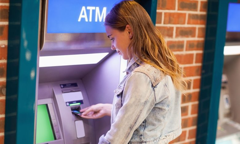 ATMs, beware of withdrawals: they will be more difficult and expensive