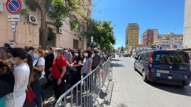 """New doses of AstraZeneca, Palermo start with long waiting lists at the fair.  """"Ready to vaccinate everyone from June 3rd"""""""