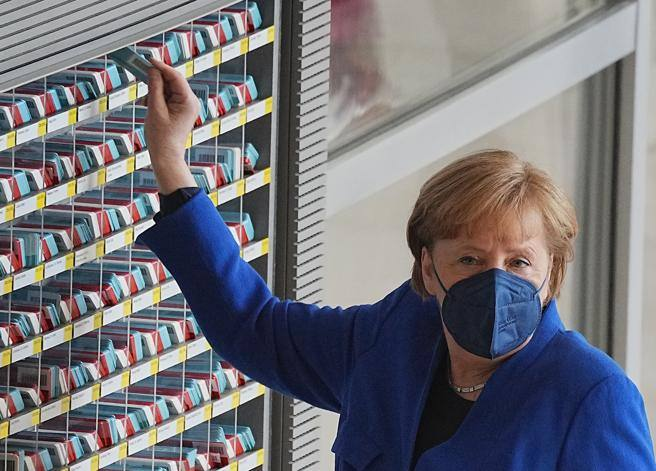 Patents for an anti-Covid vaccine, Merkel ignores Biden's streak and calls out the heads of BioNTech- Corriere.it