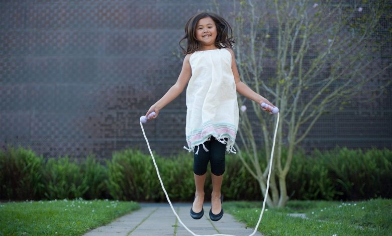 The exercise we did as children can help us stay in shape, that way we can easily learn to jump rope.