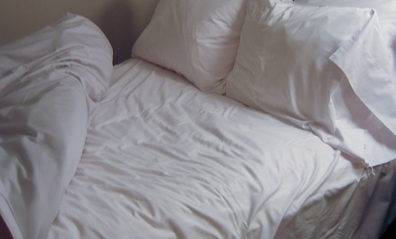Very few people know this, but leaving the bed untidy can be surprisingly and unimaginably beneficial to your health.