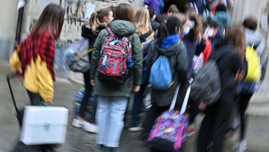 Photo of Too many pupils at home for Covid, less strict rules targeting school