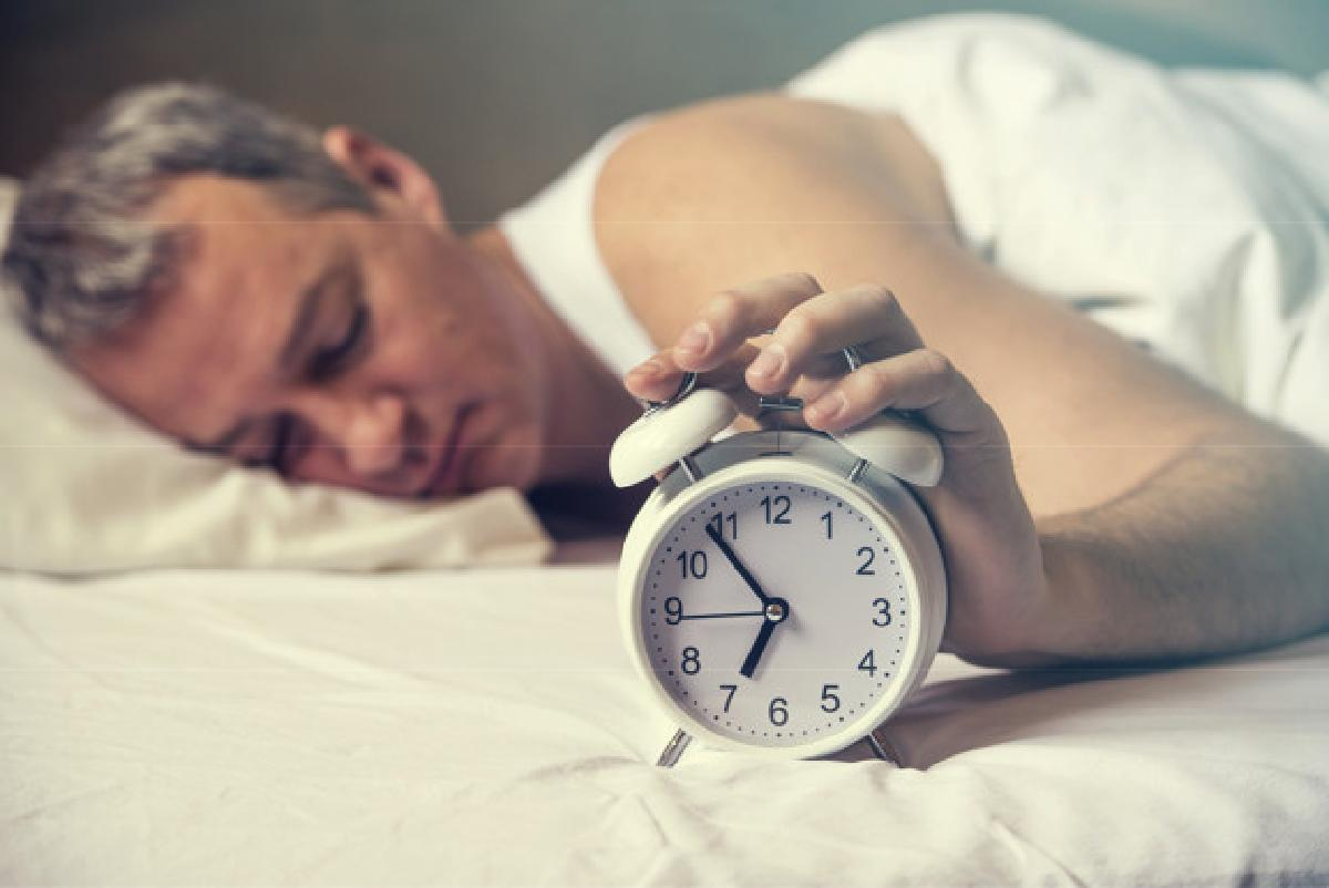 Getting up an hour before fighting the awakened hand can turn off the alarm