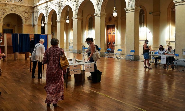 France, turnout collapses in regional teams: 66% abstained.  Le Pen's party hasn't been hacked