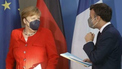 Photo of Germany and France (and Italy) sign a declaration against Hungarian anti-LGBT law.  EU beacon on the base
