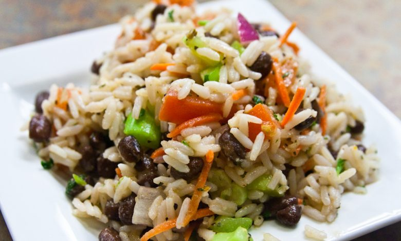 Summer rice salad is the dish that empties the population on the web and has already conquered everyone with its quality and freshness