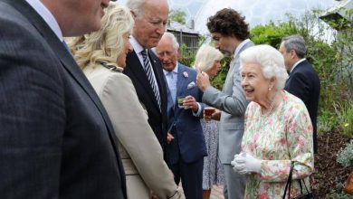Photo of The Queen in the evening G7.  With Carlo, Camilla, William and Kate Corriere.it
