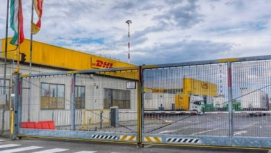 Photo of DHL away from Oreo: 90 employees laid off by the end of the year.  300 employees left
