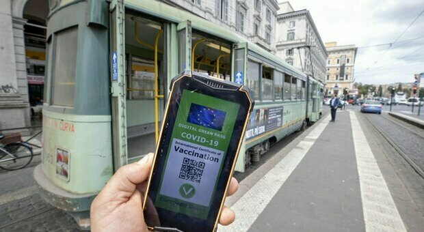 Green Pass, what are other countries doing?  Mandatory in France, liberation of all in Great Britain
