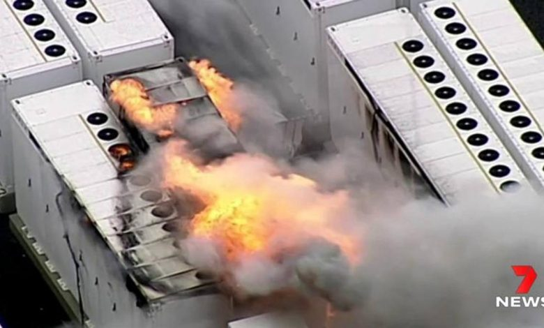 Tesla, a huge storage plant in Australia is burning: a 13-ton battery is to blame
