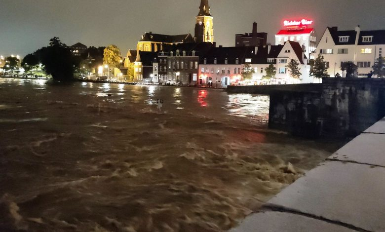 The Meuse is overflowing, 10 thousand evacuated to Maastricht