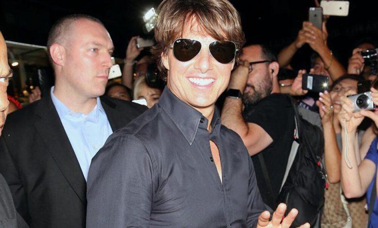 Tom Cruise takes arrows