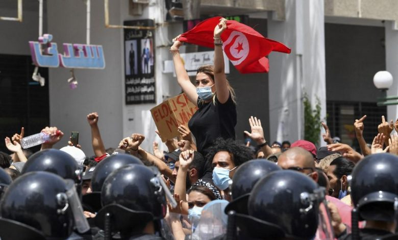 Tunisia, President Said suspends parliament and dismisses the prime minister