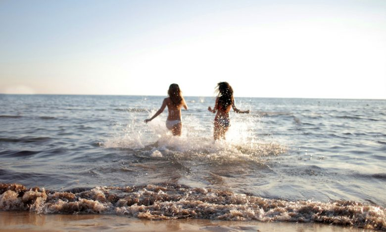 We train the heart and lungs on a simple, invigorating walk among the sea wavesأمواج