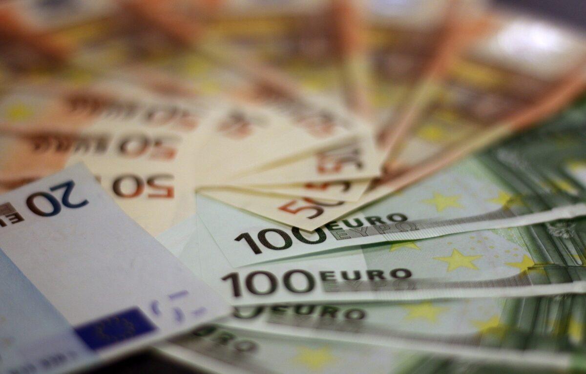 Money 1033647_1920