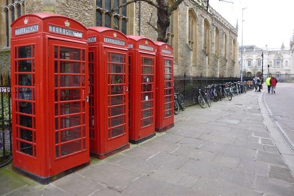 """Dal Regno Unito: """"Colonnine icone di design come le cabine telefoniche"""""""