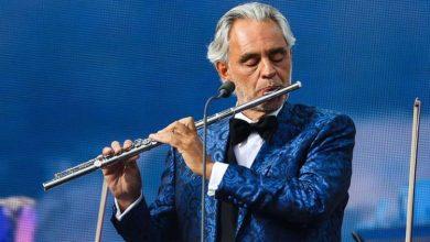 "Photo of Andrea Bocelli canta ""O Sole Mio"" e ""You'll Never Walk Alone at the Sentimental Party | musica"